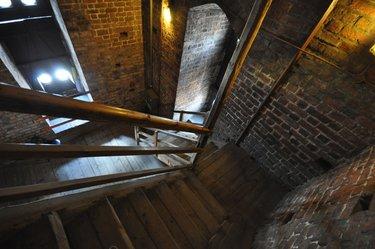 подвал темно лестница
