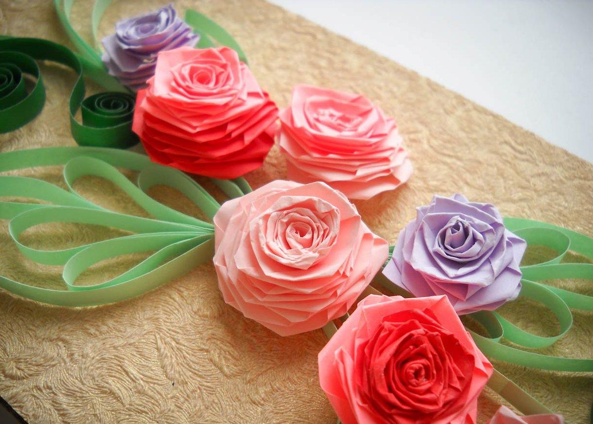 самые интересные цветы из цветной бумаги фото этом