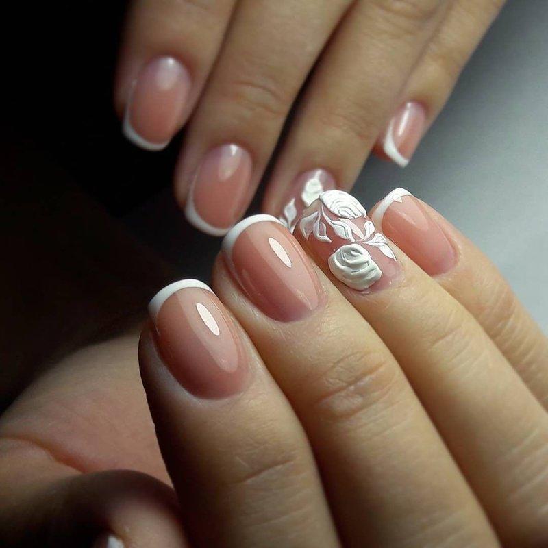 фото френч с рисунком на безымянном пальце