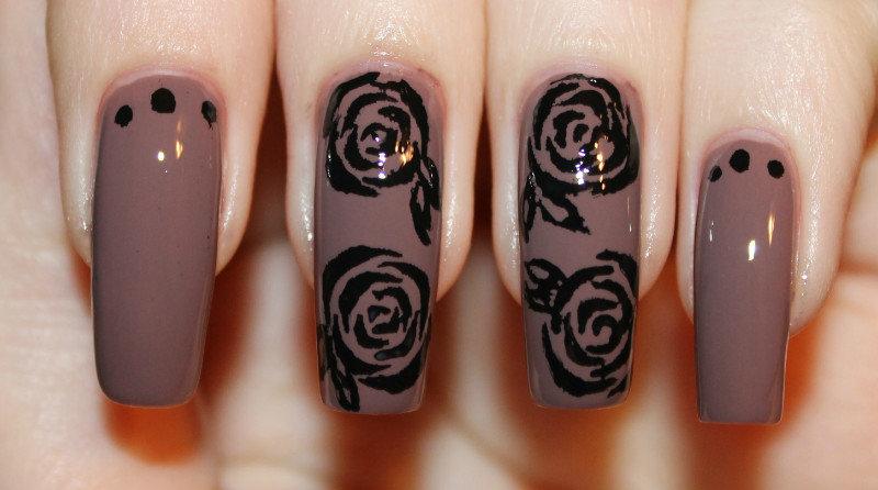рисунок розы ногтях маникюр на