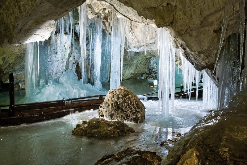 Чудо природы. Деменовская ледяная пещера.