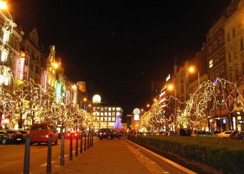 улица в новогоднюю ночь