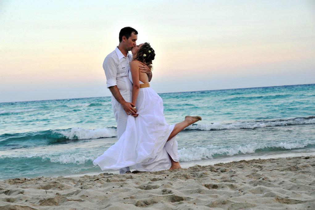 фотографии свадебных пар на море создатели преследовали разные