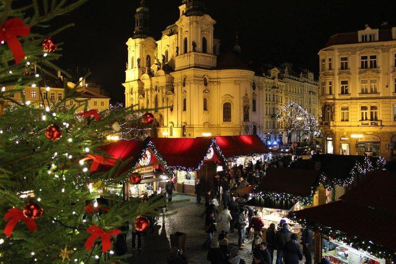 Из года в год рождественский рынок в Праге, только хорошеет