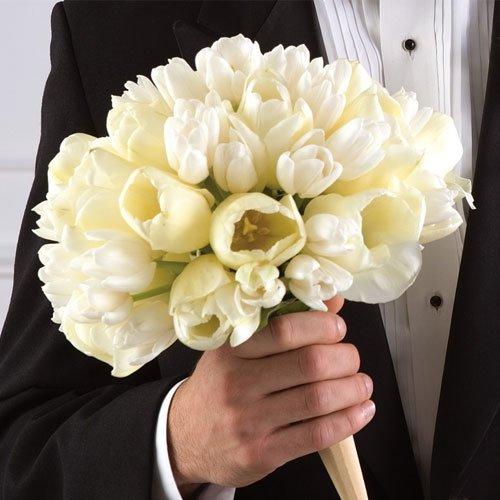Купаться в поле белых цветов – к скорой влюбленности, неудовлетворенности настоящими отношениями, стремлению к переменам, склонности к измене партнеру.