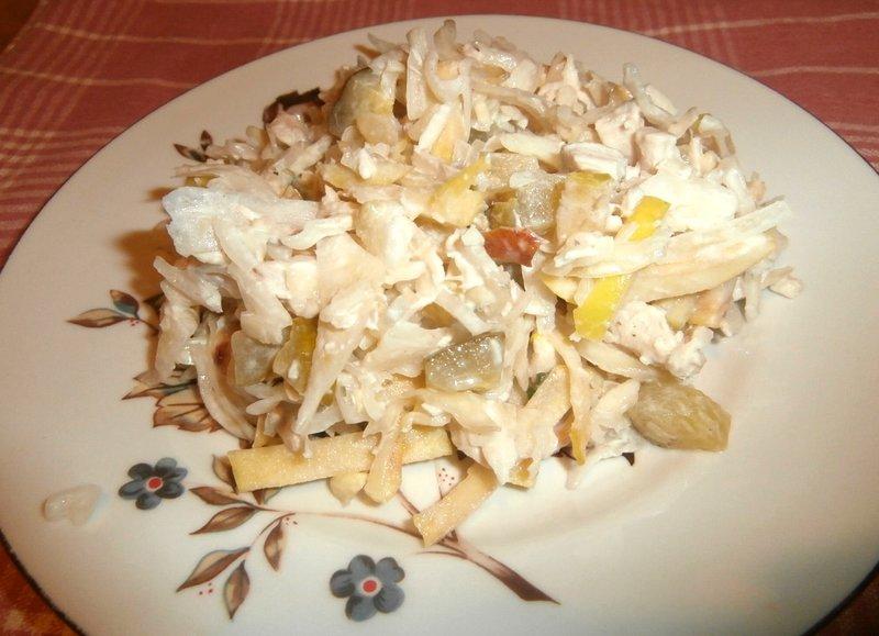 Салат с вареной курицей фото
