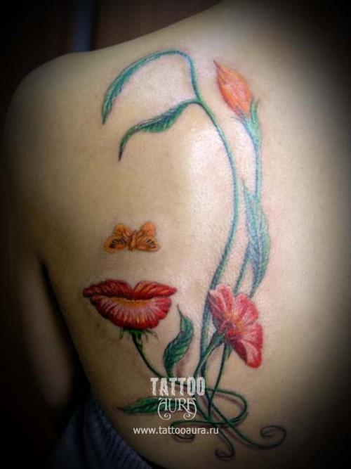 Женская татуировка Цветы на спине