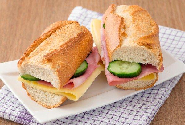 Еда на пикник: сэндвичи с ветчиной