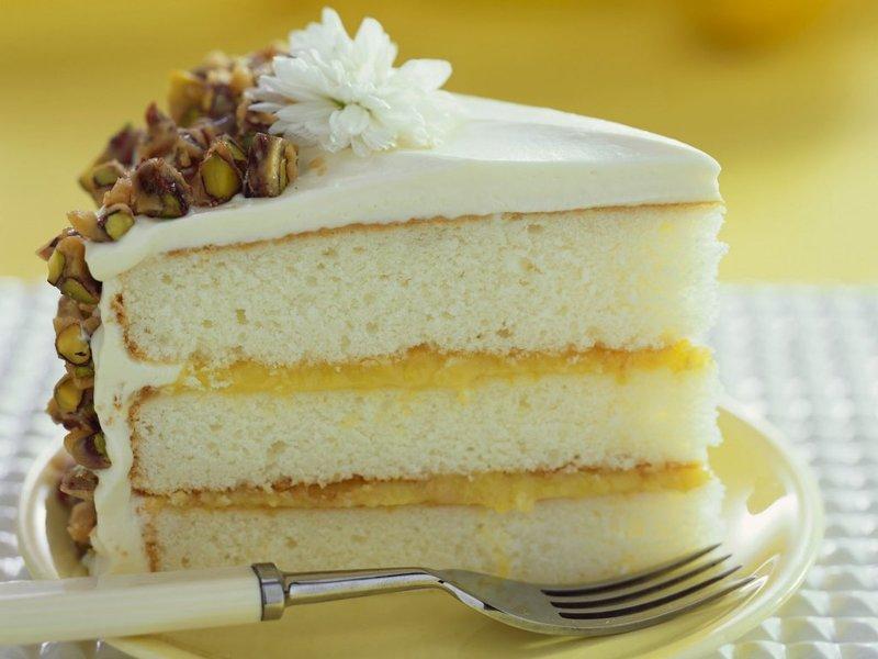 Лимонный торт с фисташками