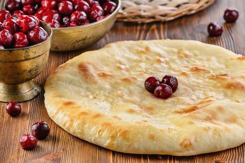 Осетинский пирог с вишней (балджин)