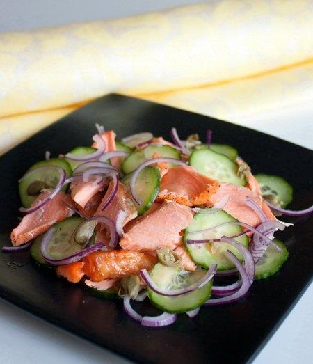 Салат из лосося и огурца с медовой заправкой. Рецепт приготовления с фото. - Рецепты приготовления салатов - Рецепты приготовления салатов, супов, рецепты выпечки с фото - Рецепты приготовления супа, рецепты салатов, тортов
