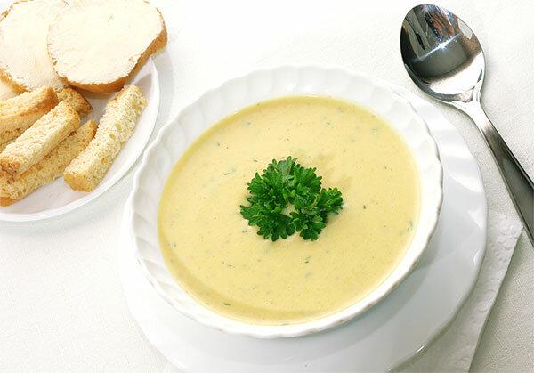 Суп с сыром и беконом на мясном бульоне