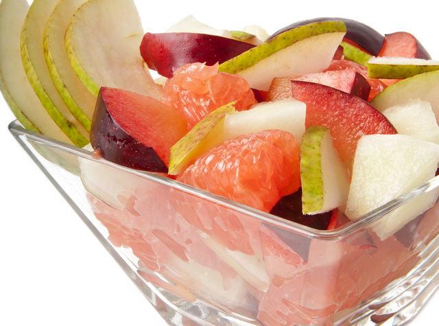 Такой салат прекрасно освежает, насыщает и заряжает витаминами