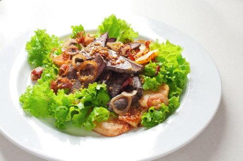 Тёплый салат с печенью и беконом. Рецепт приготовления с фото готового блюда. - Рецепты приготовления салатов - Рецепты приготовления салатов, супов, рецепты выпечки с фото - Рецепты приготовления супа, рецепты салатов, тортов