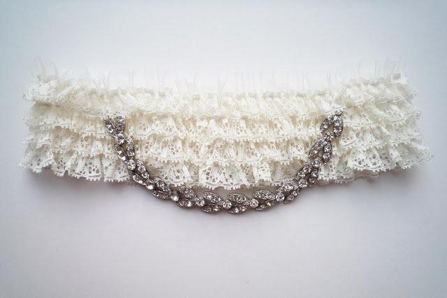 Акварель                : Подвязка невесты
