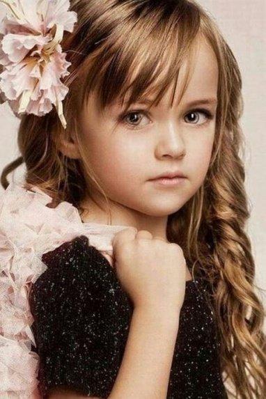 Прическа с цветком для девочки фото