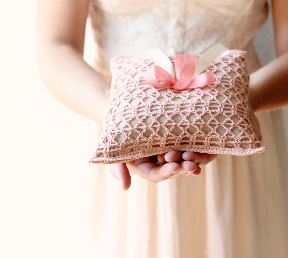 Розовая подушечка для колец своими руками