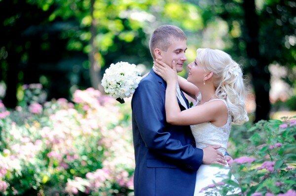 свадебные объятия