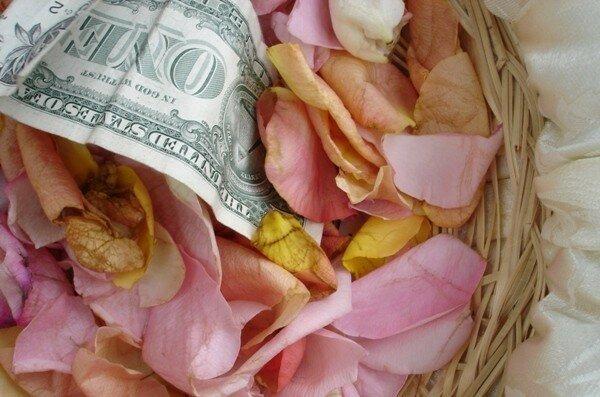Вне зависимости от времени года атрибуты выкупа могут оставаться классическими, традиционными