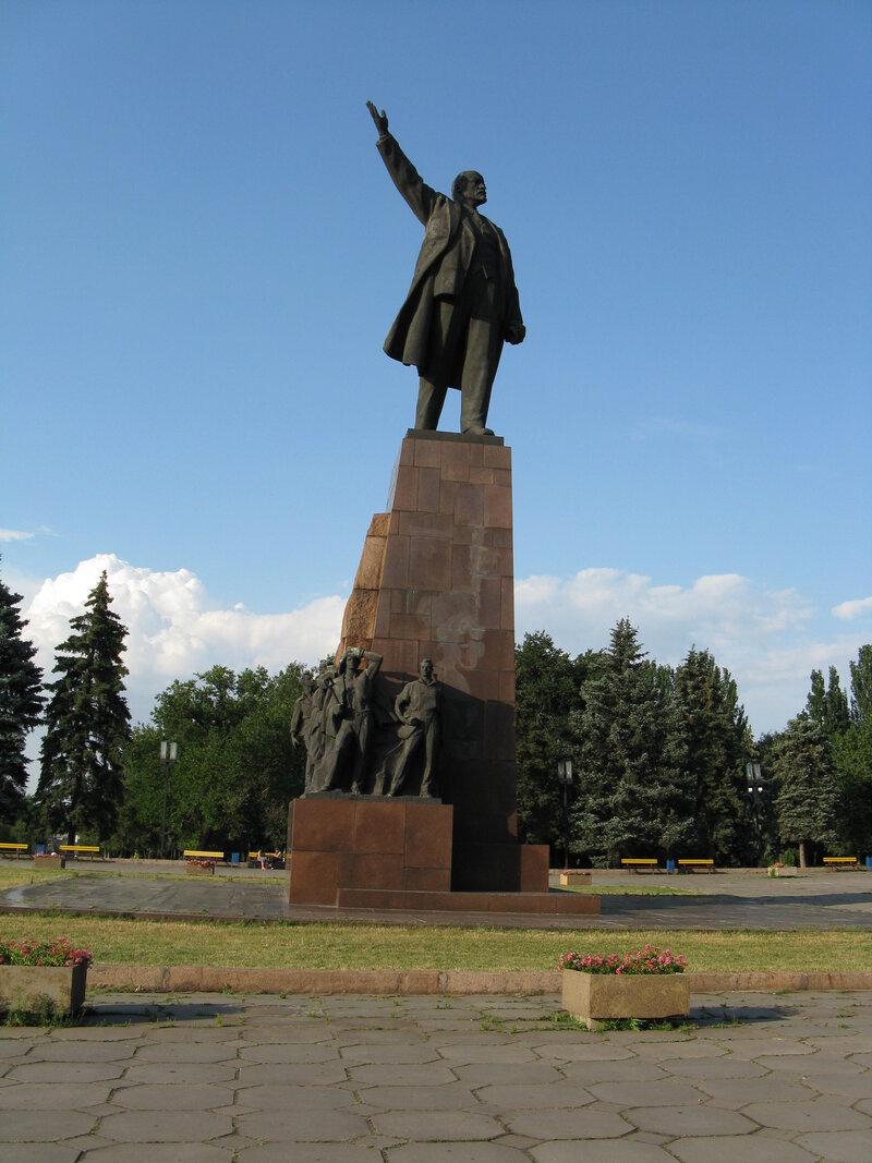 Памятник_Ленину_в_Запорожье.jpg (2448×3264)