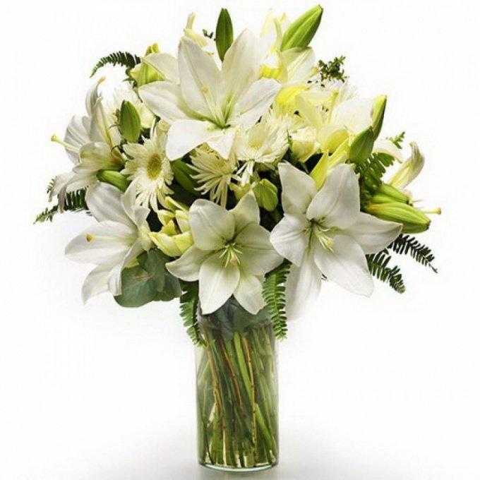 Сочетание лилий с другими цветами в букете