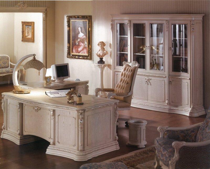 Домашний кабинет в викторианском стиле с эмлентами барокко