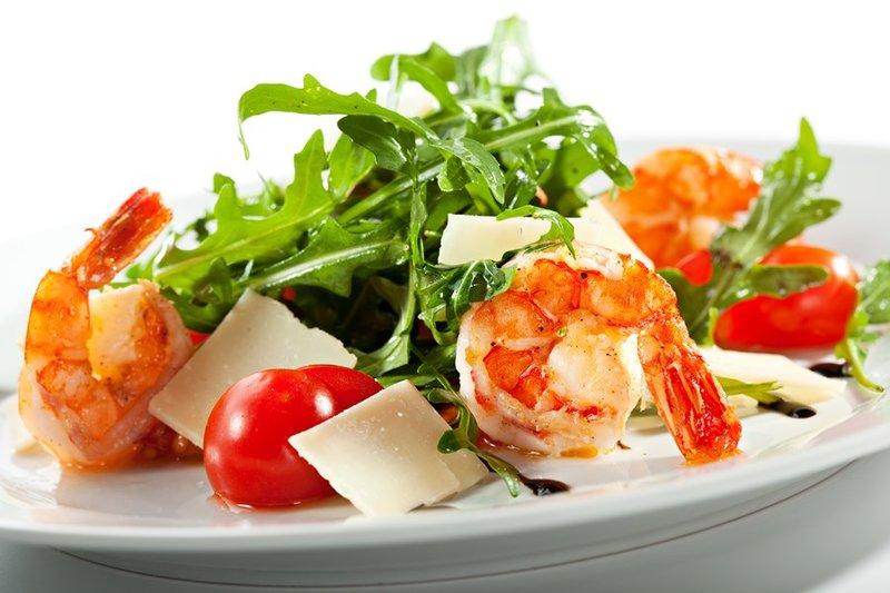 Салаты с рукколой и морепродуктами фото