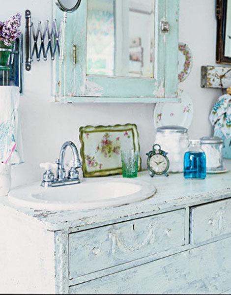Нежно-голубой комод под раковину в ванную