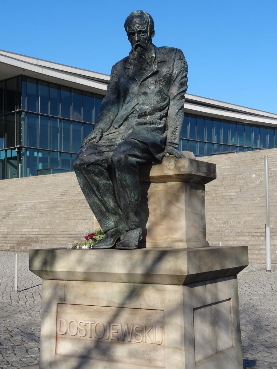 В этом городе проживал Фёдор Михайлович Достоевский. В 2006 году в Дрездене был установлен памятник Достоевскому.