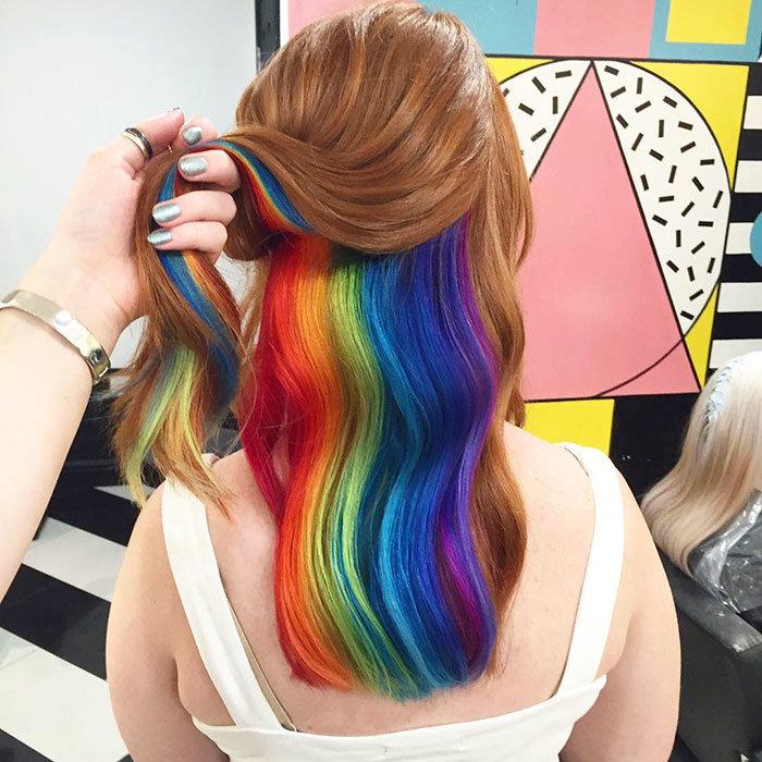 Девушки посерьезней предпочитают сегментарную двухцветную окраску.