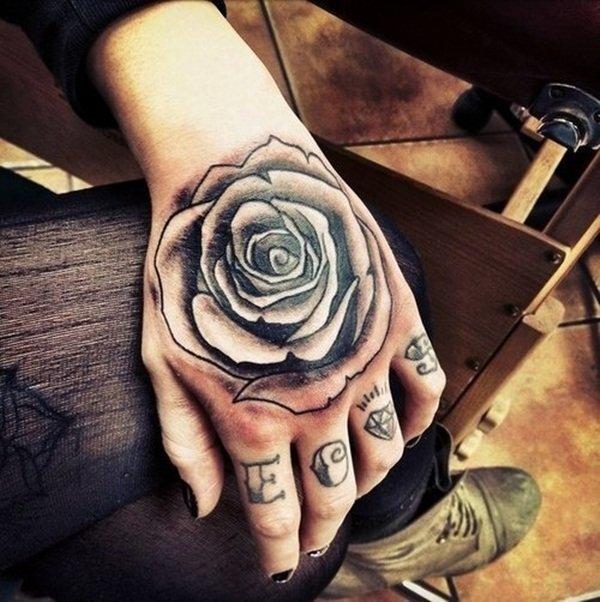 Тату черная роза на руке фото