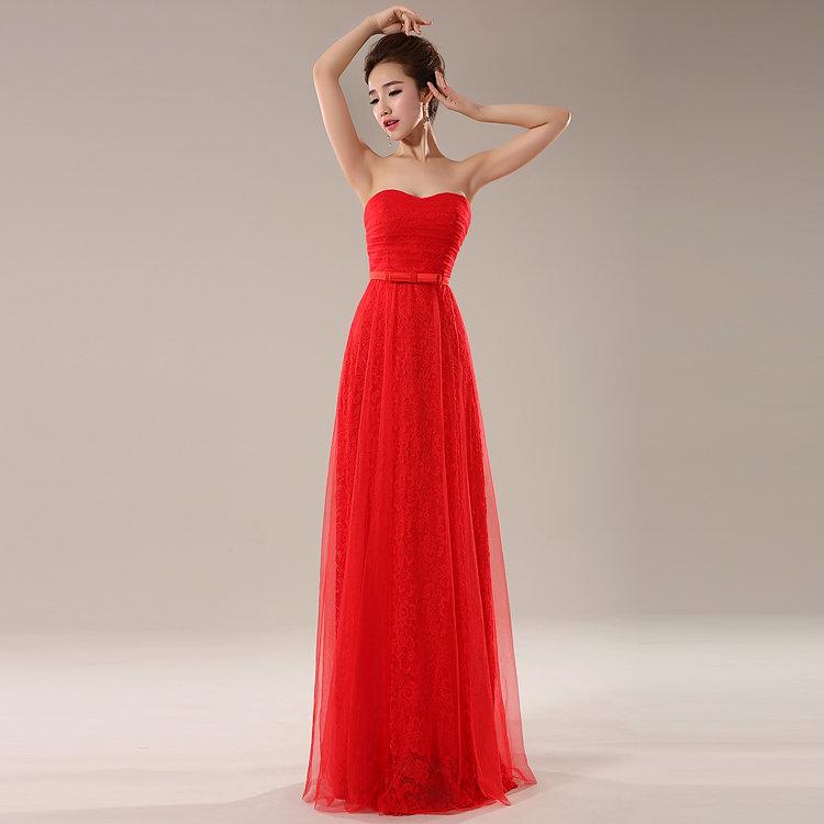 Платье из тонкого кружева.