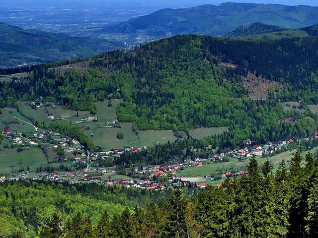 Городок Щирк ( кто-то произносит как Шчырк) находится на юге Польши, у подножия двух гор.