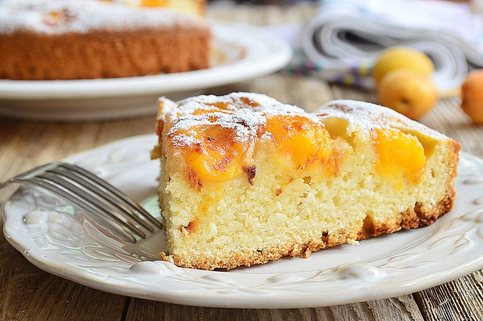 Предлагаю приготовить замечательный летний тарт с абрикосами и лимонным тимьяном.