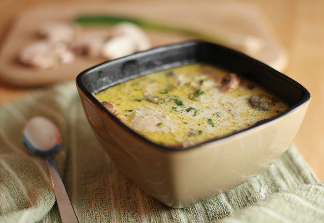 Грибной суп с курицей и сливками