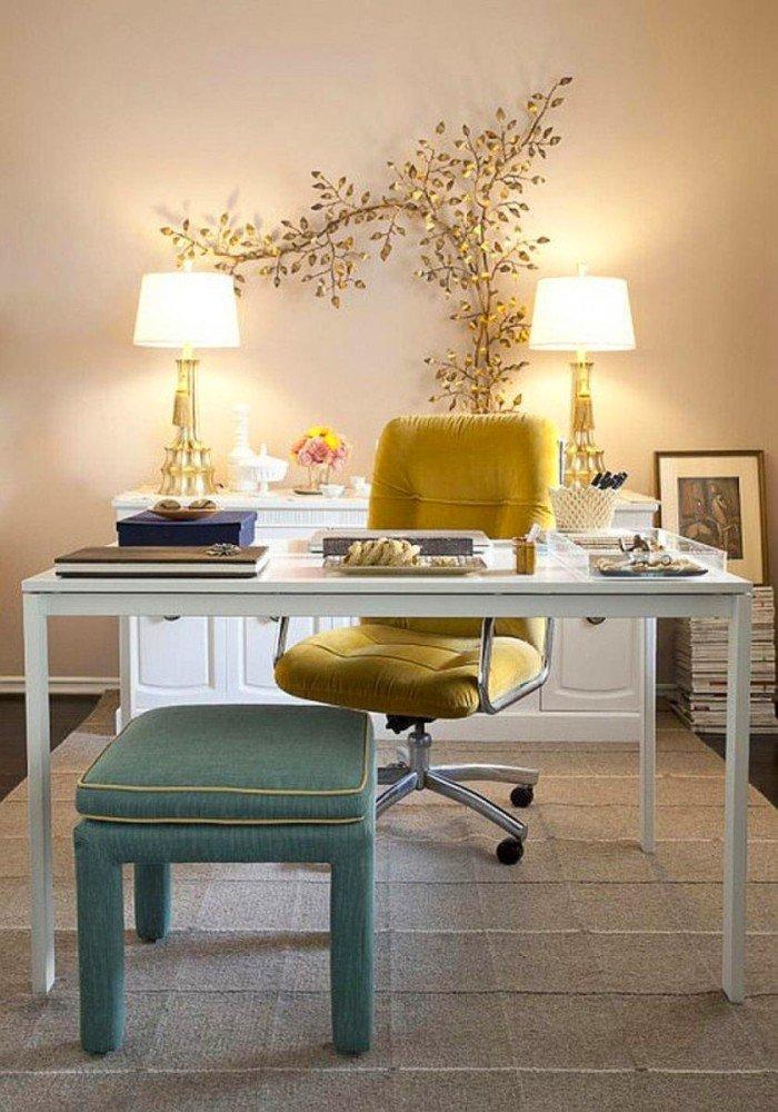 Дизайн и интерьер домашнего кабинета - В бежевом цвете (жёлтое кресло)