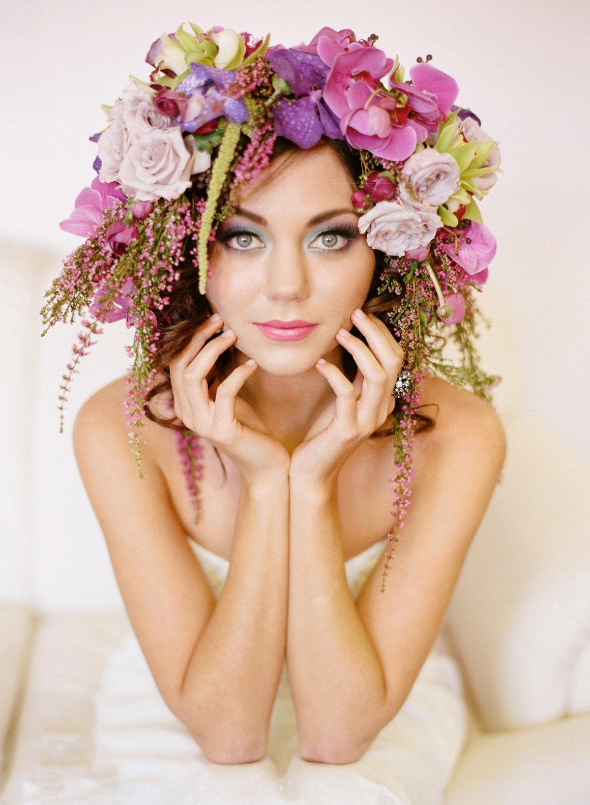 фотосессия с цветами в волосах миролюбивая
