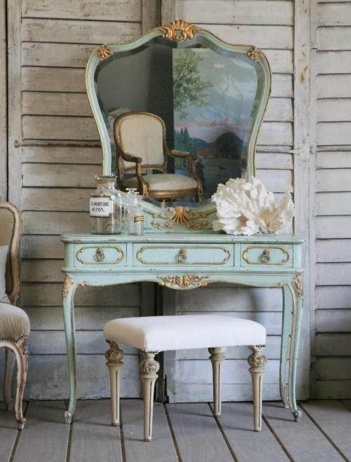 Старинный столик в стиле шебби шик