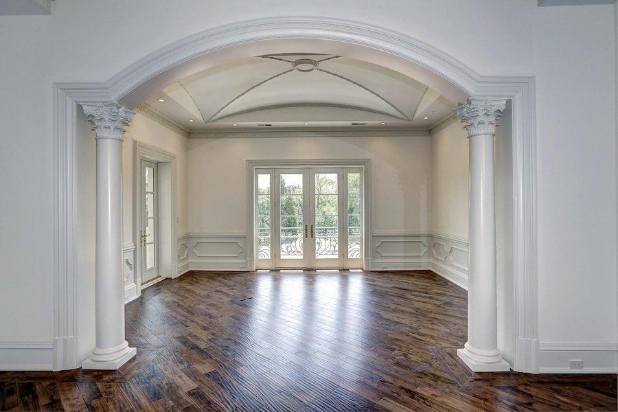квадратная арка с колоннами в квартире фото качестве