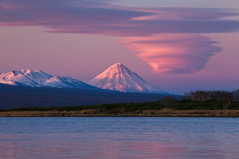 Закат над вулканом. Камчатка, Россия