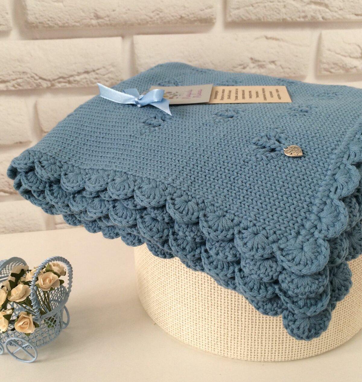 Модели для вязания спицами пледов и одеял для детей и малышей с описанием, схемами и выкройками.