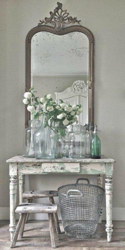 Романтичный туалетный столик