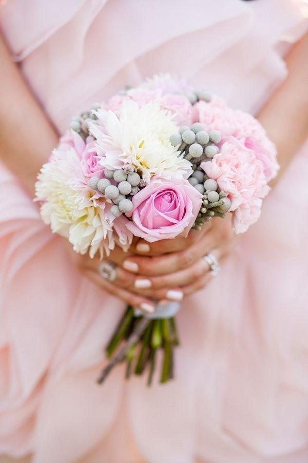 Свадебный букет, простота и изящество, серо-розовые тона
