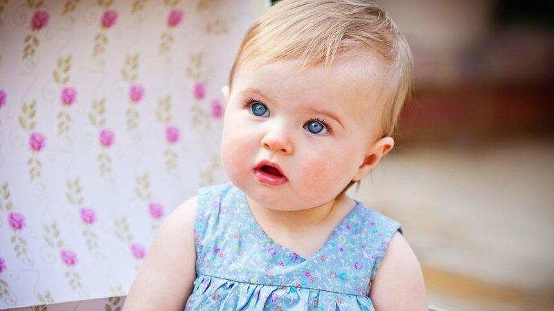 Обои на рабочий стол ребенок, малышка, девочка, глаза, платье бесплатно. Картинки для рабочего стола ребенок, малышка, девочка, глаза, платье красивые большие и хорошего качества