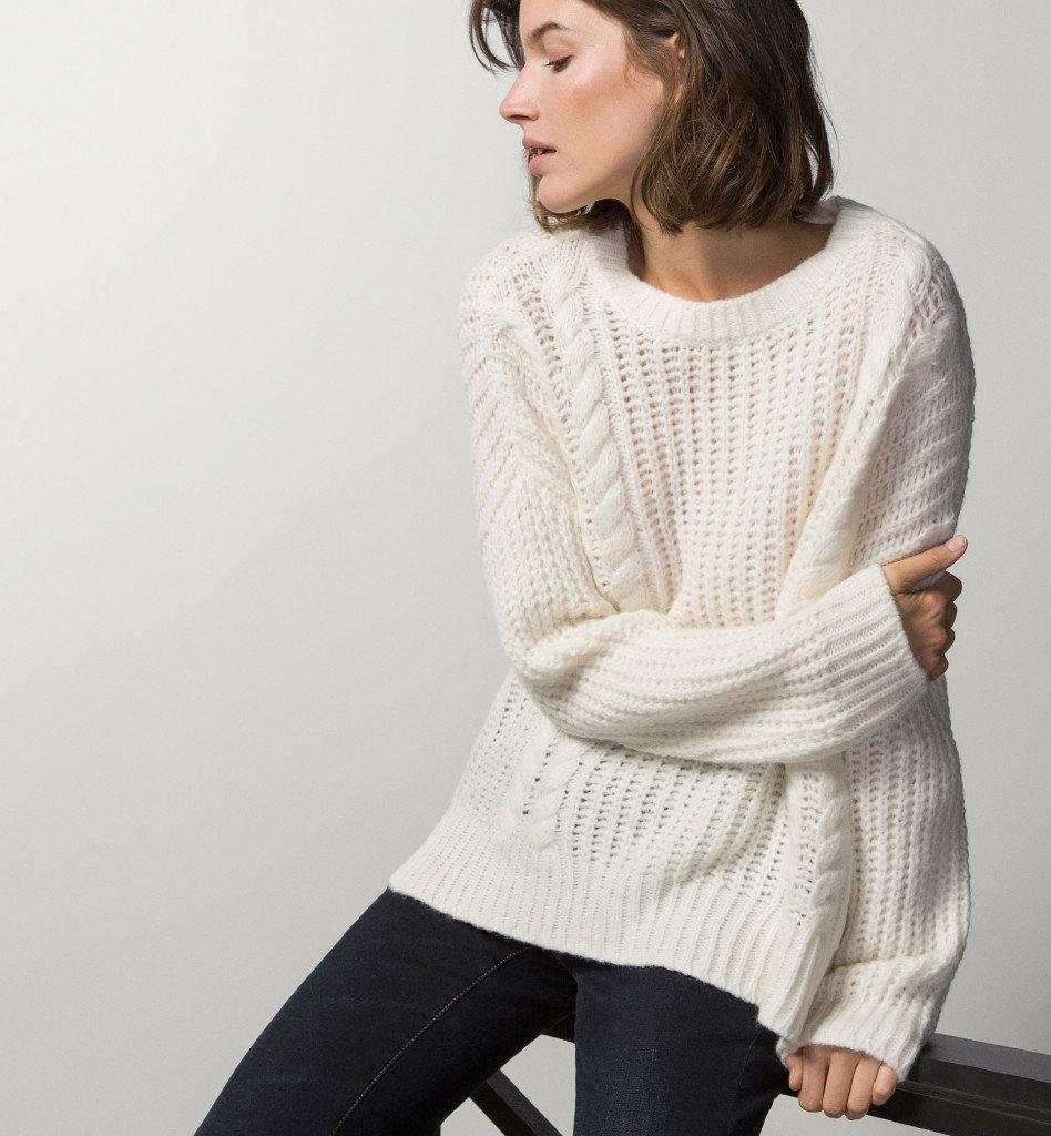 Фото белого свитера