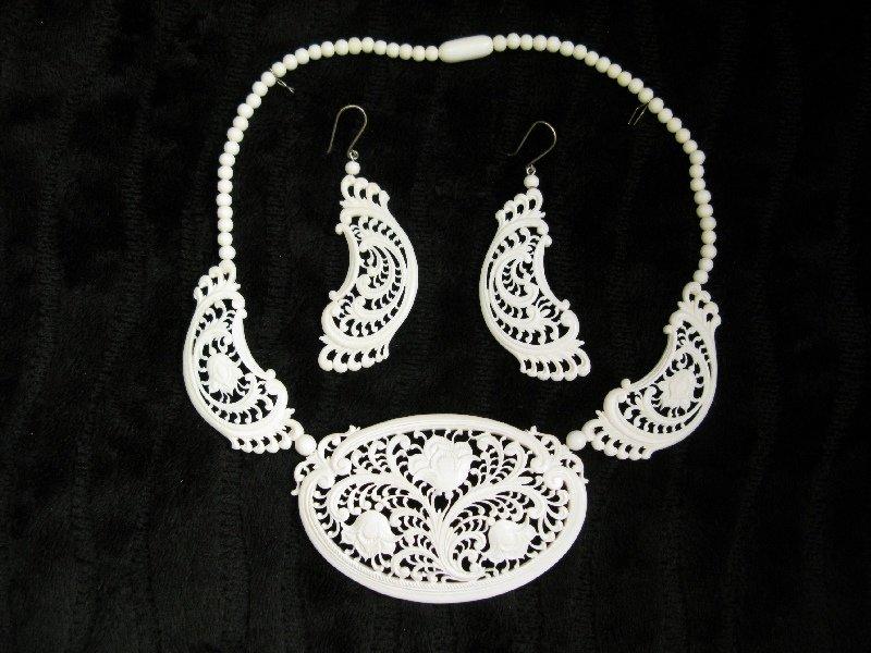 Украшения из кости, серьги и ожерелье