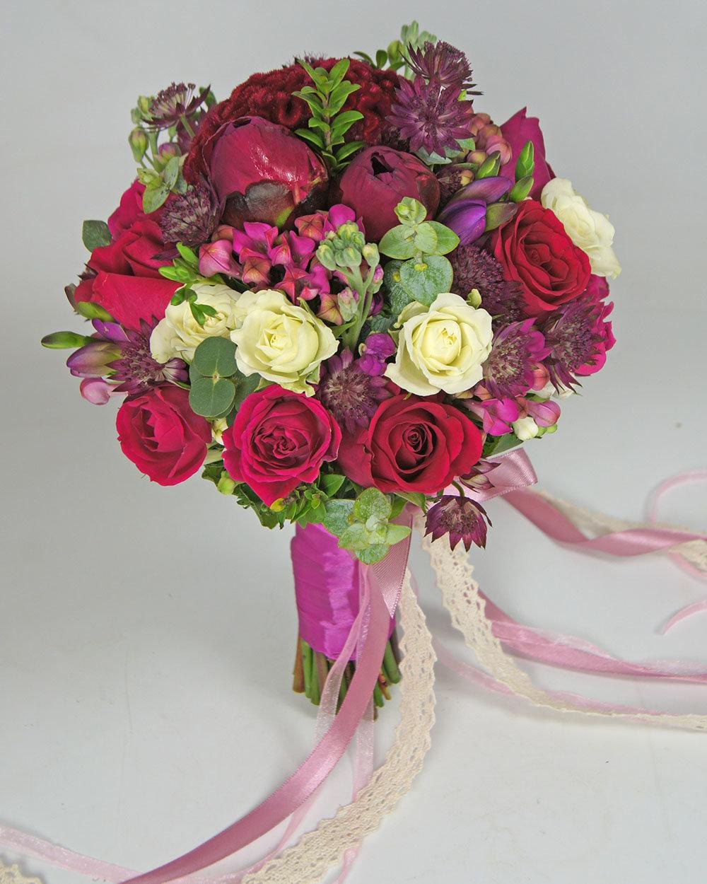 Букет невесты с малиновыми розами, мыла