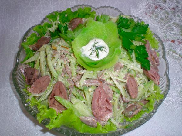 Салат из куриных сердечек орехами рецепт фото