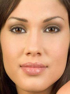 Подходящий дневной макияж для узких азиатских и больших глаз можно сделать так, как это показано на пошаговом фото. | Женский журнал «Модница»