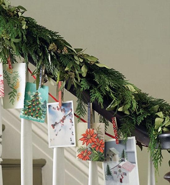Декорирование лестницы с помощью фотографий и открыток